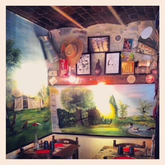 Le Moulin de la Galette  - Fresque dans la salle -   © Aurélie Lainé