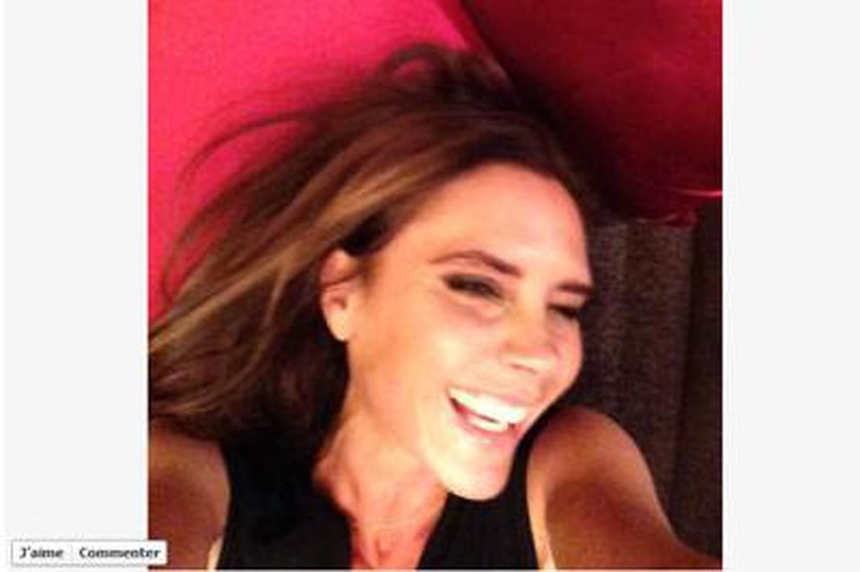 Victoria Beckham: oui, elle peut sourire, David le prouve!