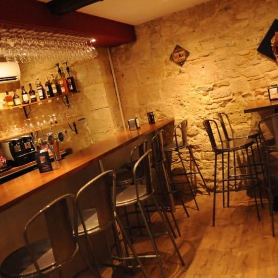 Les Tanins D'abord (Bar à vin)