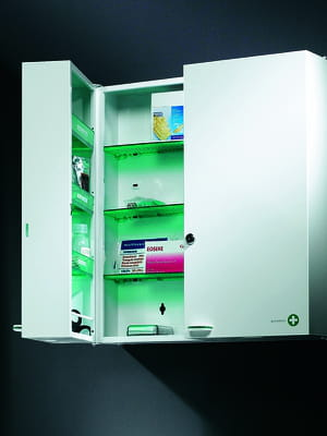 avoir une armoire pharmacie qui ferme cl. Black Bedroom Furniture Sets. Home Design Ideas