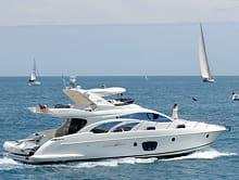 au-delà de 6chevaux, un bateau à moteur doit être piloté par une personne ayant