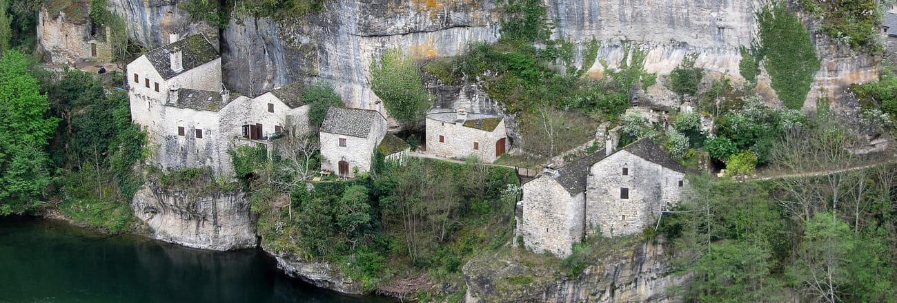 Ces lieux en France où l'on vivait dans la roche