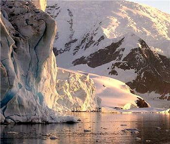 le continent gelé, l'antarctique, attire les scientifiques du monde entier.