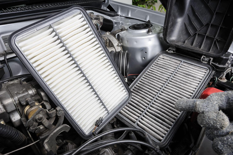 Changer le filtre à air d'une voiture