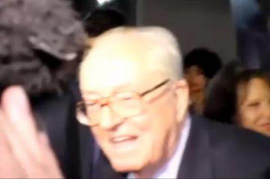 Jean-Marie Le Pen: unechute etunhématome sousl'oeil