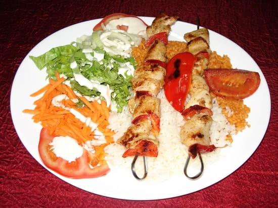 Restaurant Istanbul (Kebab)  - Chich kebab (brochettes d'agneau aromatisées) -