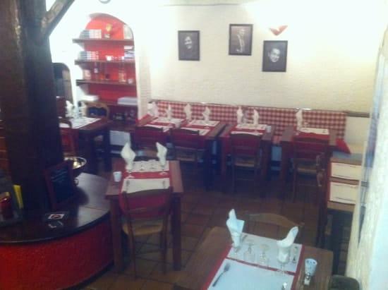 Restaurant du Théatre  - salle avec banquette -   © Pierre