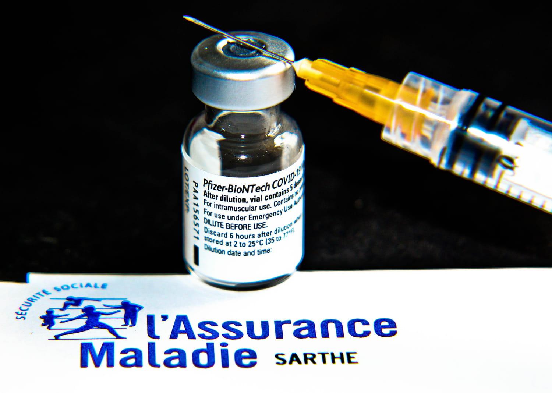 Vaccin le plus plébiscité en France, le produit Pfizer inspire confiance. D'après le dernier rapport de l'ANSM aucun nouvel effet indésirable n'a été signalé récemment mais l'agence appelle à rester vigilant. Quels sont les possibles effets secondaires?