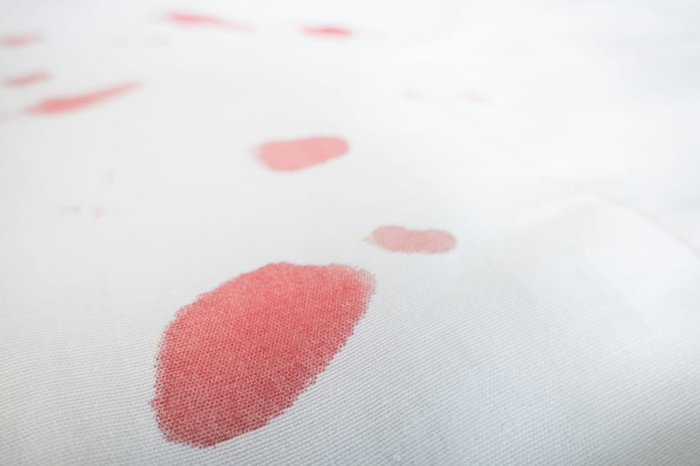 Enlever une tache de sang: nos astuces efficaces