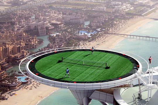 Du tennis sur un héliport