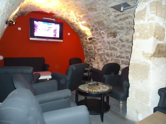 Les Vieilles Pierres  - salon boudoir avec télévision -