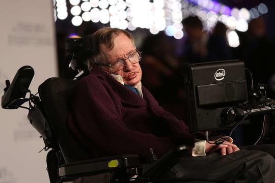 Stephen Hawking pense que les trous noirs peuvent mener à des univers parallèles