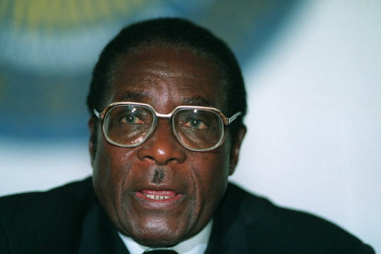 Mort de Robert Mugabe: héros, mais aussi dictateur, qui était-il vraiment?