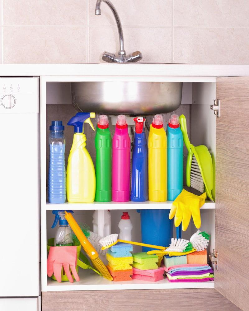 Ou Ranger Les Produits D Entretien ranger ses produits d'entretien dans la cuisine à côté des