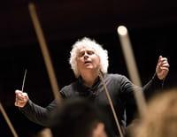 Simon Rattle dirige Elgar, Adès, Birtwistle, Knussen, Grime