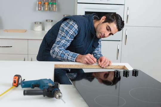 Installer une plaque de cuisson facilement