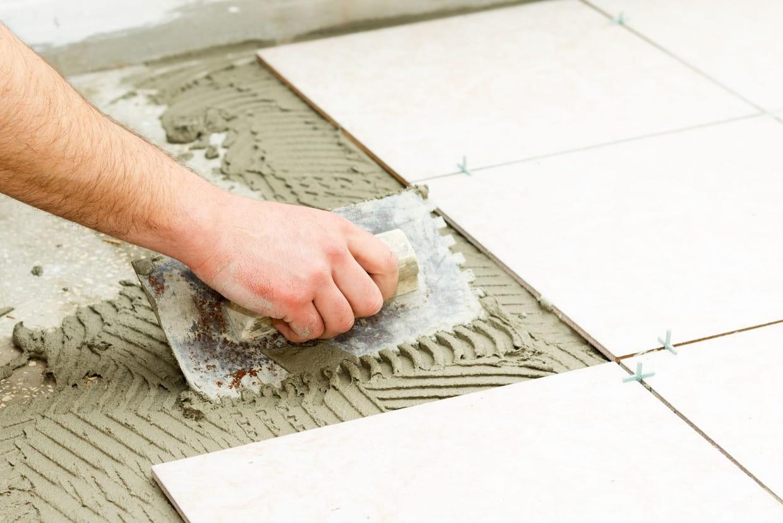 Comment Enlever Colle Carrelage Sur Chape poser du carrelage de sol : mode d'emploi