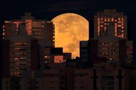 Les plus belles photos de la Super Lune à travers le monde