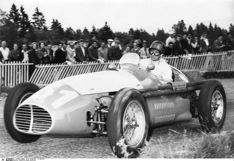 """Juan Manuel Fangio: biographie, carrière, palmarès du """"roi"""""""