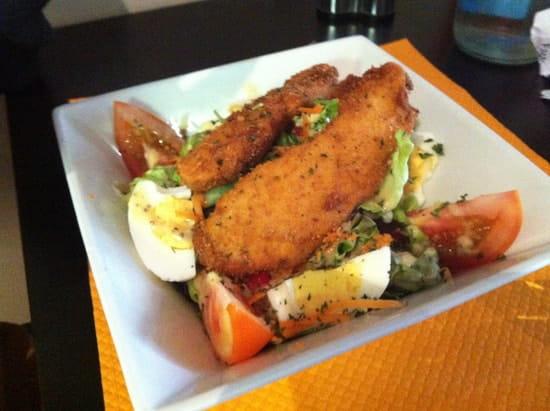 O' Grain de Soleil  - Salade d'aiguillettes de poulet panés et sauce chien  -   © julie clavel