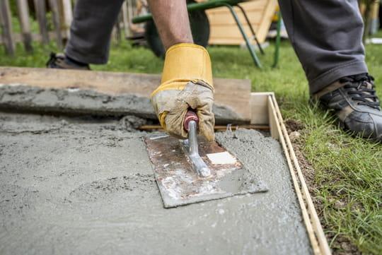 Construire une allée en béton