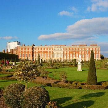 le château d'hampton court et son jardin anglais