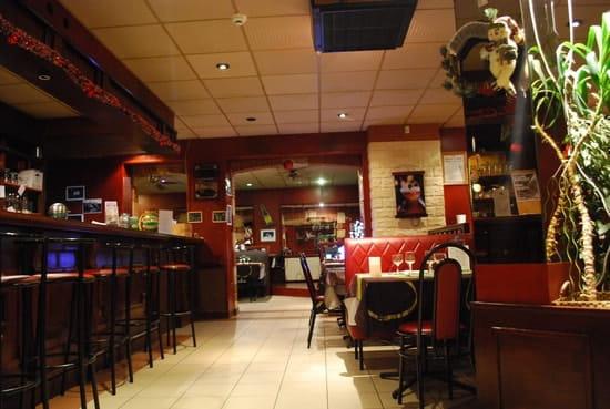 Hôtel Restaurant le 72 Fumel  - entre restaurant -   © le72