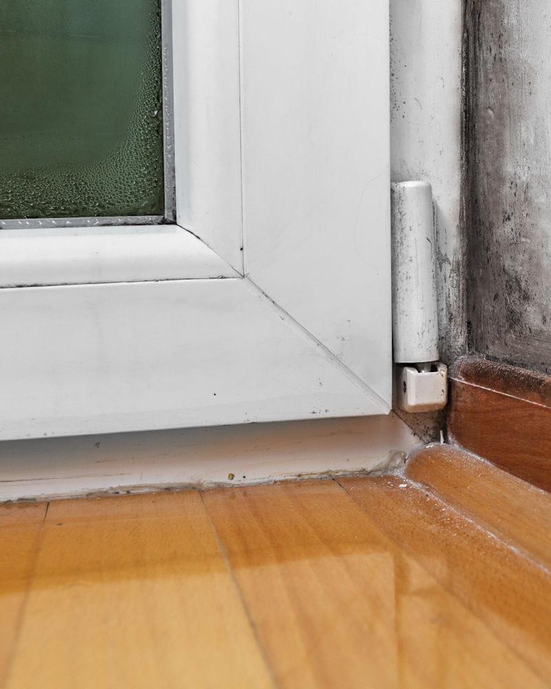 Humidité Dans Une Maison toutes les solutions pour éviter la condensation et la buée