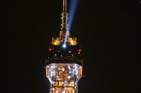 Le phare de la Tour Eiffel brille à nouveau!