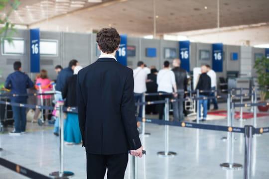Grève contrôleurs aériens: une cinquantaine de vols annulés vendredi 10mars