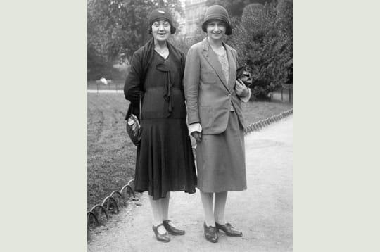 2 femmes souriantes