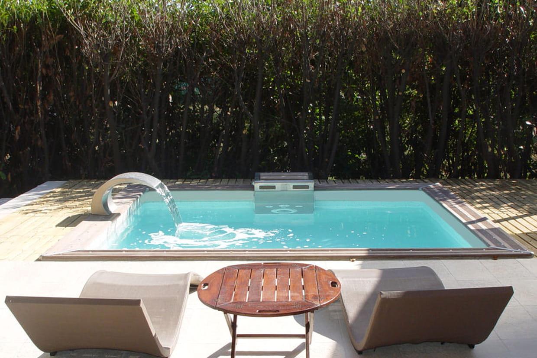Piscine Hors Sol Bois Petite Dimension une mini piscine pour un petit jardin