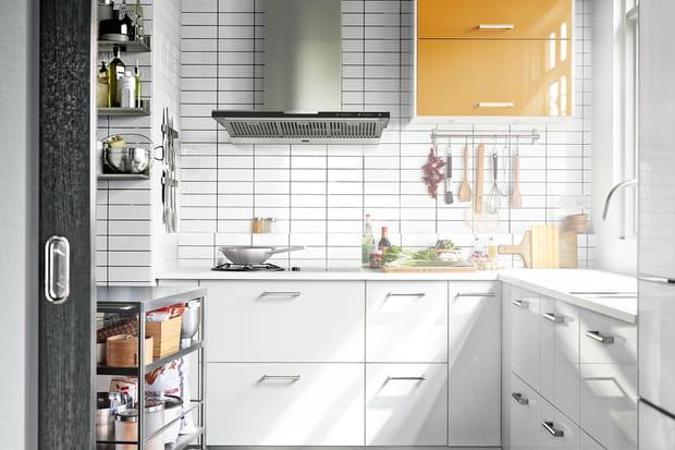des carreaux de m tro pour sublimer le mur de la cuisine. Black Bedroom Furniture Sets. Home Design Ideas
