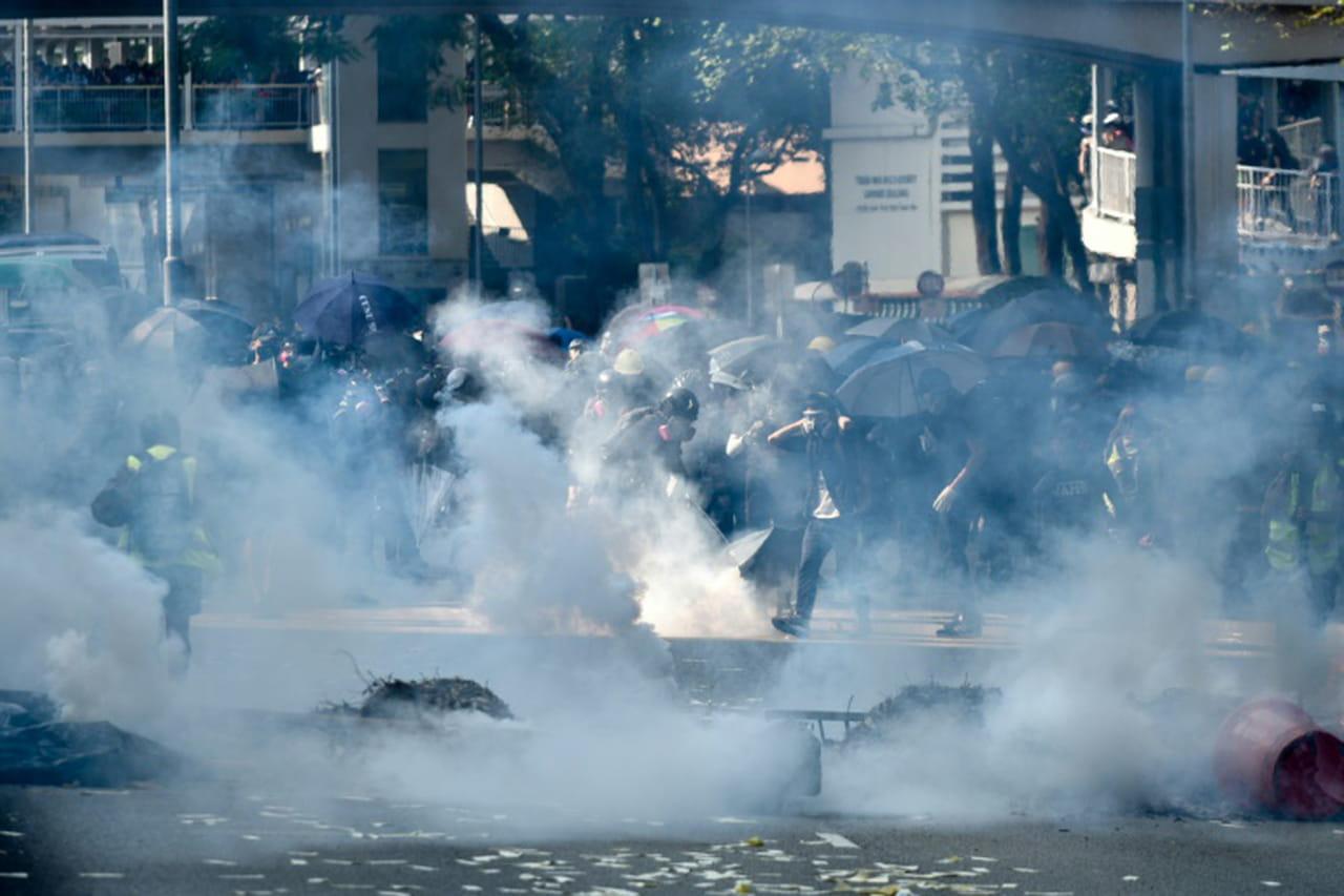 """Hong Kong: un blessé durant la """"journée de chagrin"""" pour les 70ans de la Chine populaire"""