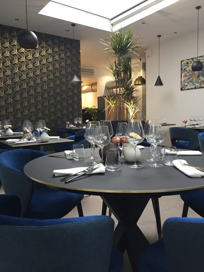 Restaurant : Aromebase  - table ronde -   © aromebase
