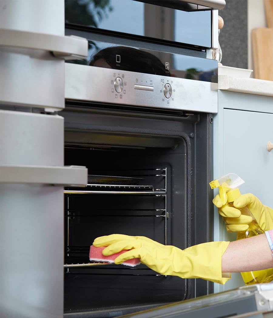 Comment Désodoriser Un Four Micro Ondes cuire ses aliments dans un four propre