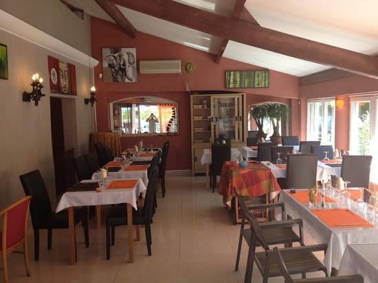 L'île aux Bourbons  - La salle veranda -   © monchy sophie