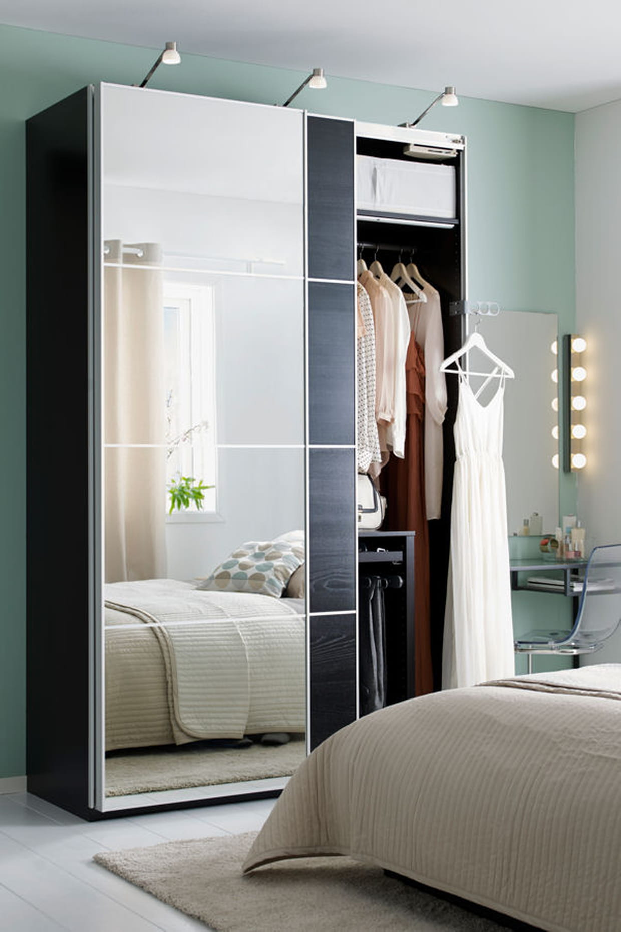 Ikea Tiroir Armoire Pax une grande armoire avec miroirs