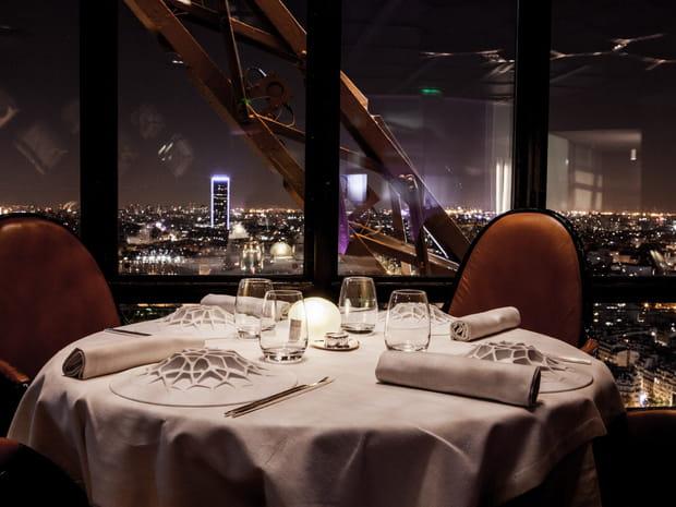 Restaurant de la Tour Eiffel : offrez-vous le Jules Verne