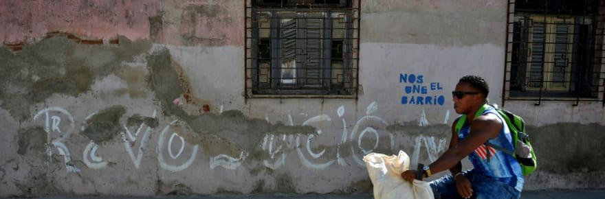 Cuba fête 60ans de révolution et dénonce l'hostilité de Washington