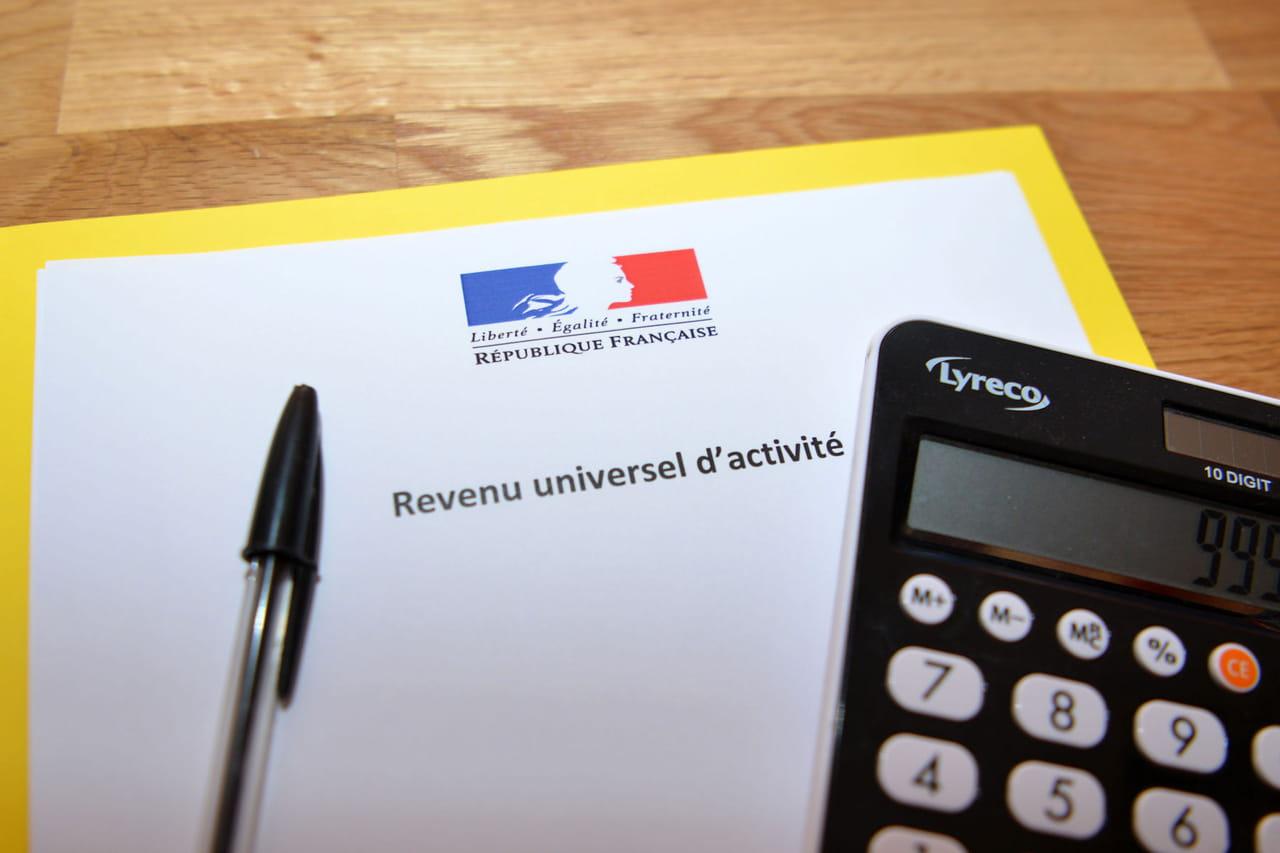 Revenu universel dactivité: montant, AAH et consultation