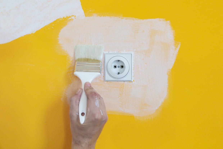 Peinture À L Éponge Sur Mur peindre les prises et les interrupteurs