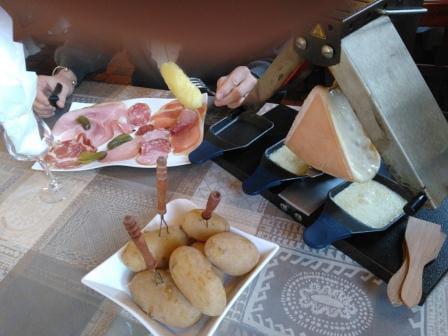 Plat : Aux Saveurs Des Saisons  - Raclette Brezière -   © Plats