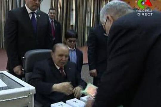 Bouteflika: le président algérien vote enfauteuil roulant [VIDÉO]