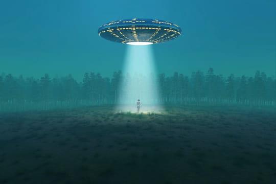 OVNIs: un scientifique livre ses explications et ça déménage