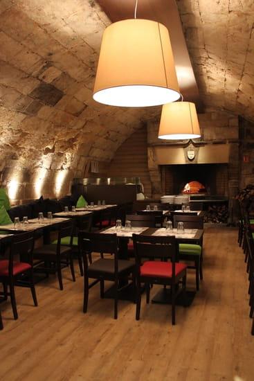 Pizzeria du Drugstore  - La cave vouté avec le four à pizzas -
