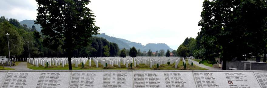 Srebrenica: un quart de siècle après, les musulmans pleurent leurs morts