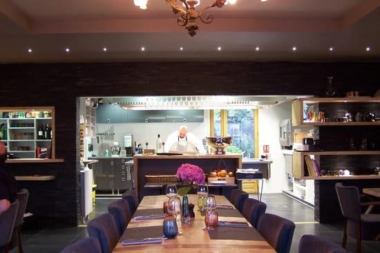L'Arrieulat, Auberge des Pyrénées  - La salle et la cuisine -   © s.cano