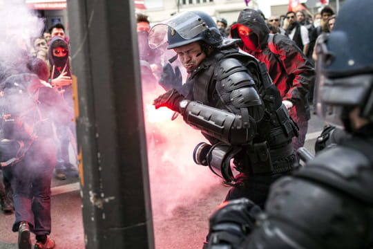 Manifestation du 28 avril 2016 à Paris : les photos des violences, trois policiers grièvement blessés [VIDEO]