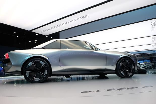 L'e-Legend Concept au centre du stand Peugeot